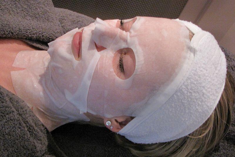 Gezichtsbehandeling met gezichtsmasker bij Florin Beauty Salon in Ede